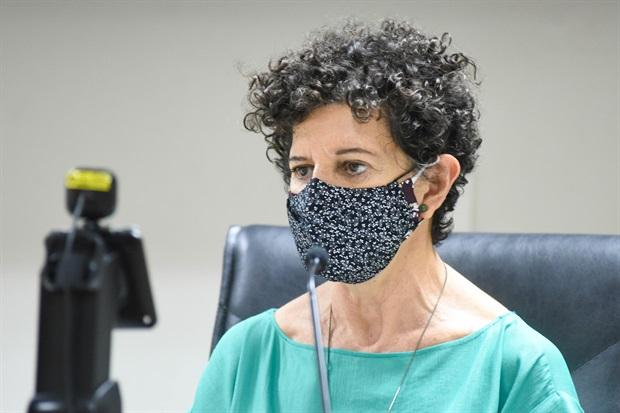 """Vereadora destaca """"Viemos para dividir os espaços de poder"""" durante sessão na Câmara de Piracicaba"""