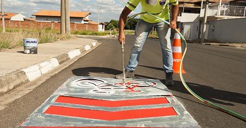 Departamento de Trânsito faz sinalização de ciclorrota na Avenida Sebastião Caboto Carreta