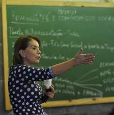 Professora Bebel quer a terceira dose da vacina da covid-19 para os profissionais da educação